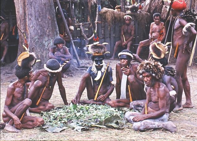 guerrieri seduti villaggio